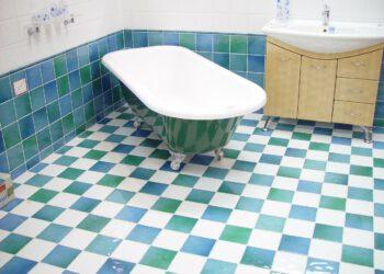 Fliesen im Bad reinigen | Badezimmer & Dusche putzen & säubern